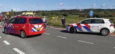 Brandweer haalt persoon uit water bij Randwijk, slachtoffer naar ziekenhuis