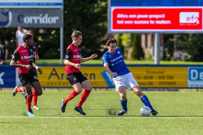 Dilivio Hoffman en Dennis Janssen van De Treffers, Danny de Leeuw van GVVV.