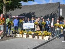 """Brugse zorginstellingen krijgen bloemen van 11 Juli-Komitee: """"Zij zijn onze helden"""""""