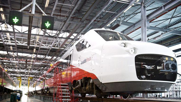 De nieuwe Fyra-trein in het onderhoudsstation.