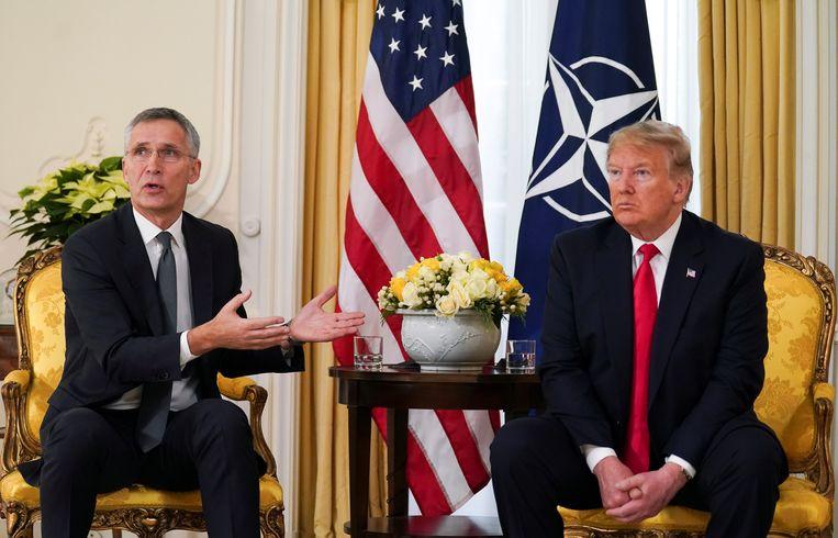 Amerikaans president Trump in gesprek met NAVO-secretaris-generaal Jens Stoltenberg.