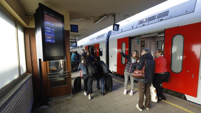 Le réseau ferroviaire fut très chaotique mardi à cause d'un incendie qui a touché une cabine de signalisation d'Infrabel à Bruxelles-Nord vers 6h30. L'incident a entraîné la pagaille sur l'ensemble du rail pendant toute la journée.
