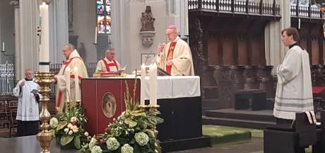 181 kaarsjes voor overleden religieuzen in Nederland in de Sint-Jan in Den Bosch
