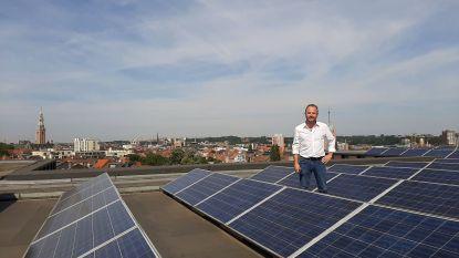 """Leuven installeert zonnepanelen op elf daken. """"Ook de Leuvenaar moet hernieuwbare energie kunnen oogsten"""", zegt David Dessers (Groen)"""