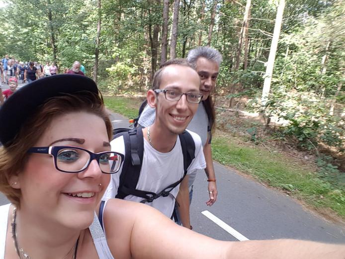 Melissa Faber groeide op in Arnhem, woont nu in Friesland, maar loopt nog elk jaar met haar gezin en haar vader de Airborne Wandeltocht.