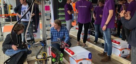 Batterijen verwisselen op het Sioux Tech Festival op Strijp-S is een hele klus