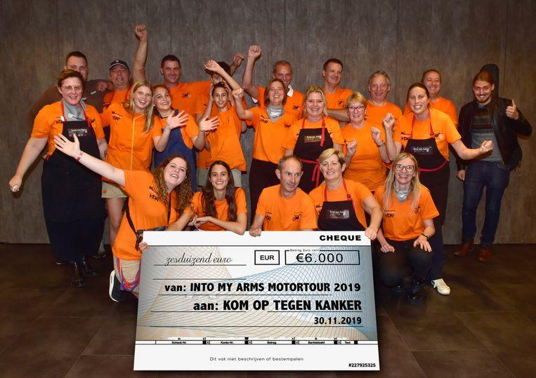 De organisatoren van de motorrit konden dit jaar 6.000 euro verzamelen voor Into My Arms, een actie ten voordele van Kom Op Tegen Kanker.