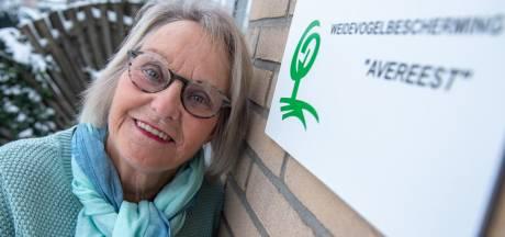 Weidevogelbeschermer Janny Spijkerman uit Dedemsvaart krijgt lintje bij afscheid