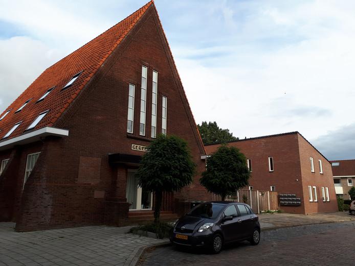 In de voormalige kerk aan de Schaepmanstraat en het ernaast liggende bijgebouw zijn 13 appartementen voor beschermd wonen ingericht.