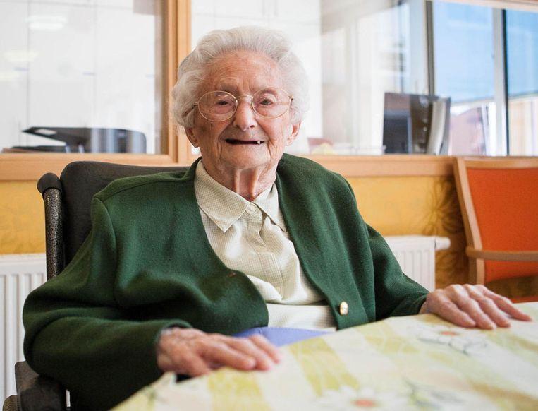 Anna De Guchtenaere in rusthuis Zonnebloem waar ze al de tweede oudste Belg is.