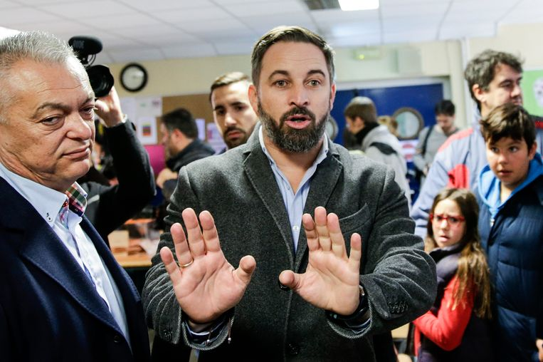 Santiago Abascal, lijsttrekker van Vox, in het stembureau.  Beeld AP