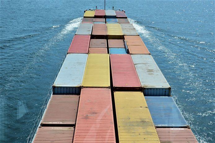 Het elektrisch aangedreven containerschip Nijmegen Max gaat pendelden tussen Nijmegen en Rotterdam.