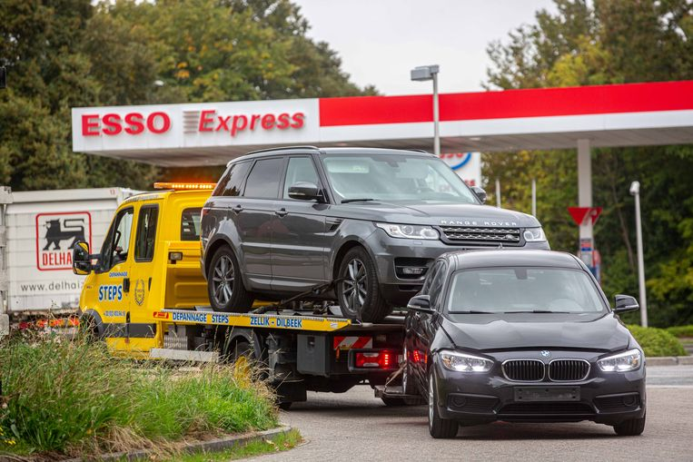 Of de andere wagens ook gestolen zijn, zal uit het onderzoek moeten blijken.