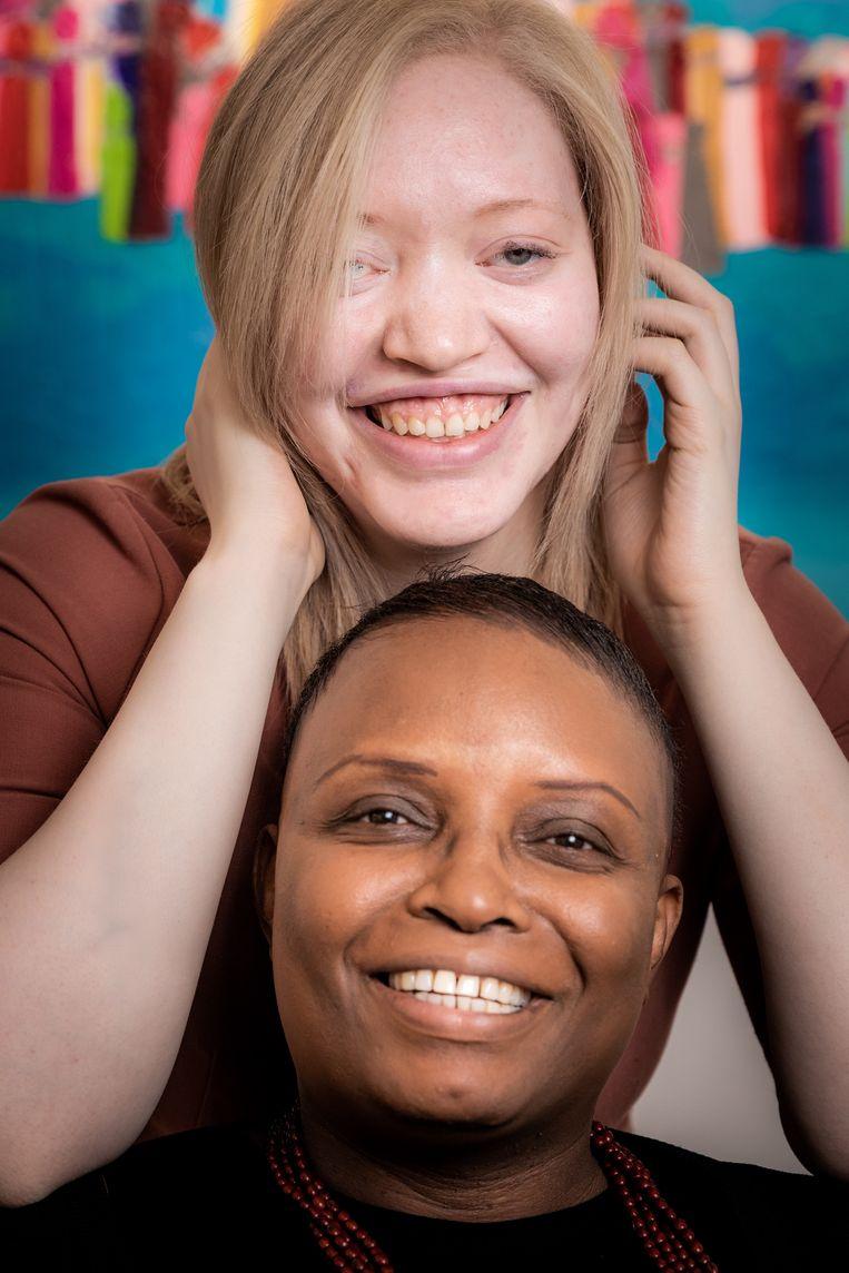 Lisa Winckelmans (21) en haar mama Molly.