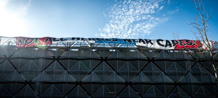 PSV-supporters kwamen vorige week zelf ook met een initiatief, door zorgmedewerkers een hart onder de riem te steken.