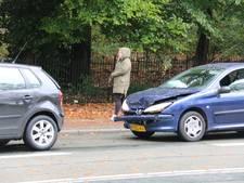 Gewonde en flinke vertraging door ongelukken op Apeldoornseweg in Arnhem