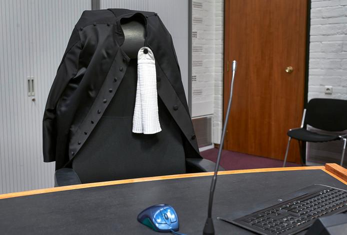 Een toga met bef in de rechtszaal in het paleis van justitie in Den Haag. ANP ROEL VISSER