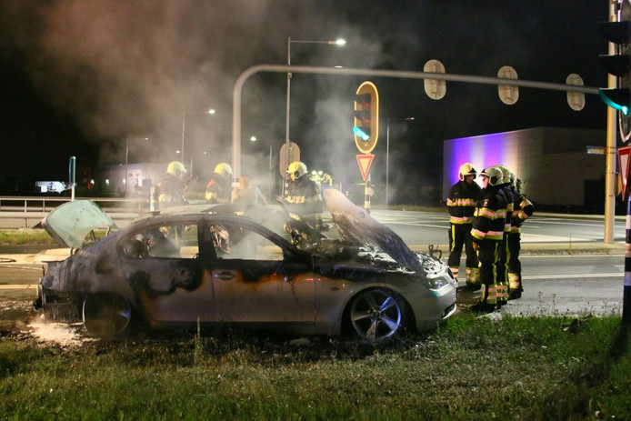 De auto voor het stoplicht in Oss.