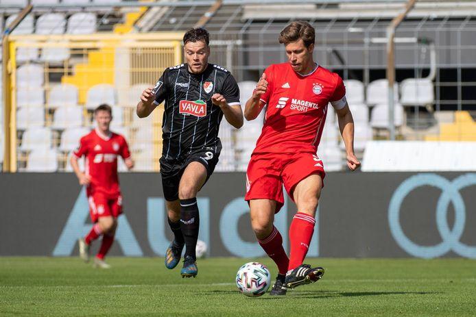 Tom Boere (links) speelde 56 minuten mee tegen Bayern München II.