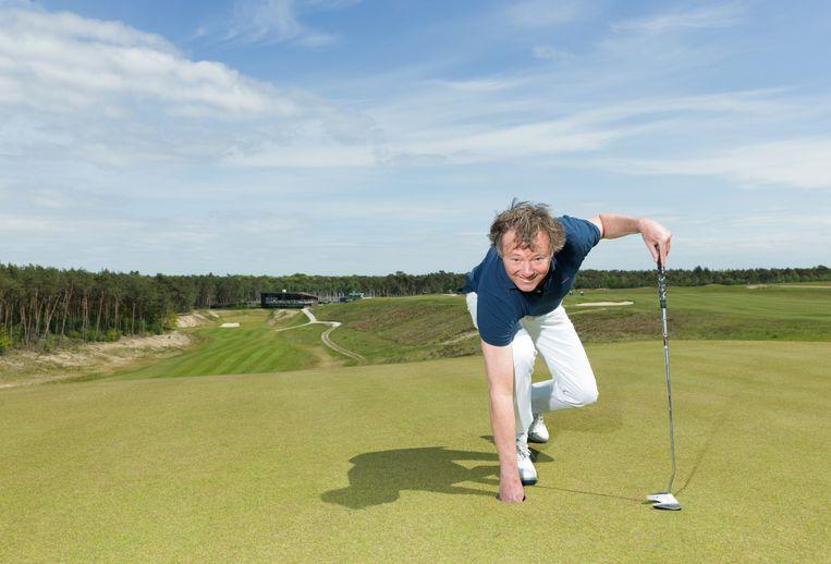 Frits Sissing op de golfbaan in Ermelo. Beeld Ivo van der Bent