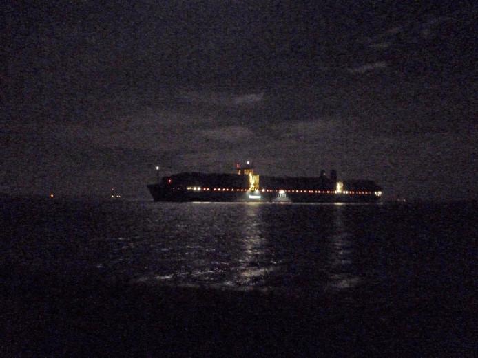 De Mary Maersk ter hoogte van Bath, zaterdagochtend vroeg.
