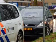 Auto schept voetganger in Enschede