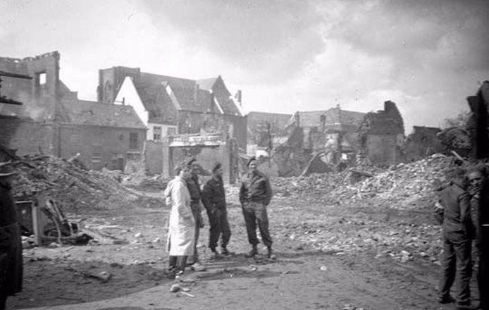 Doetinchem 1945 na het bombardement in maart, foto collectie Massink.