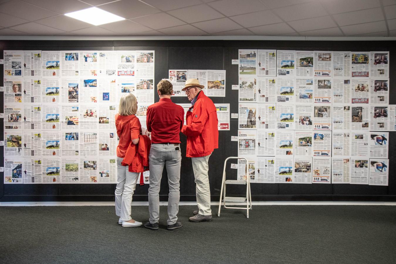 De muur met alle edities van de Stentor.