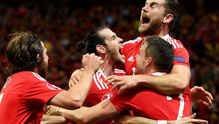 De Welshmen vier de treffer van Vokes. Beeld epa