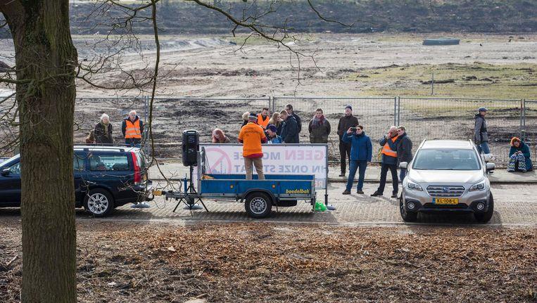 Een handjevol demonstranten kwam bijeen Beeld Maarten Brante