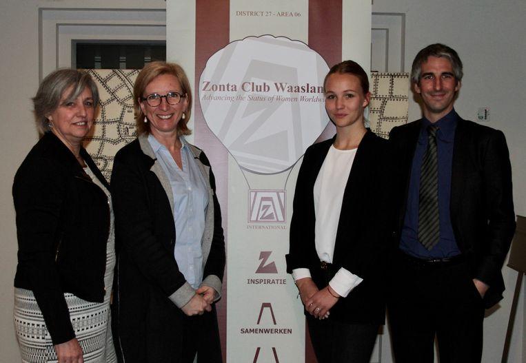 Dominique Lesseliers, voorzitster Griet Verlinden van Zonta Waasland, Pommelien Bastaens en prof. dr. Kris Hardies van de UA.