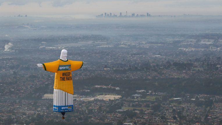 Een ballon in de vorm van een het Christus-beeld vloog vandaag over de Australische stad Sydney Beeld reuters