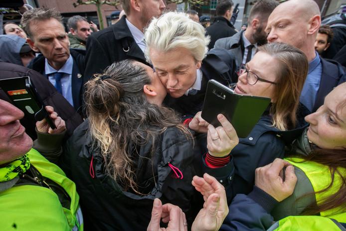 Geert Wilders bezoekt de markt in Helmond.