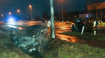 Personenwagen vat vuur na aanrijding
