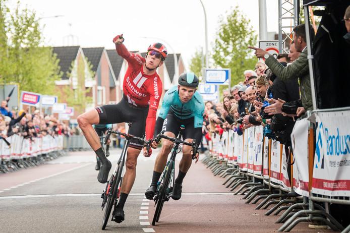 De laatste winnaar van  Overijssels Mooiste: Nils Eekhoff van de opleidingsploeg van Team Sunweb.