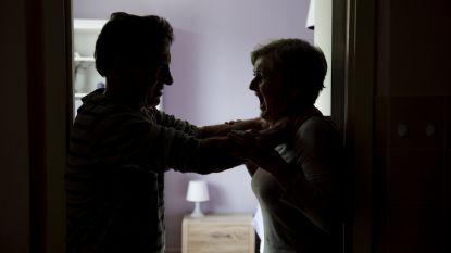 """""""Mijn man wilde me wurgen. Voor de ogen van onze zoon"""": 70 procent meer oproepen over partnergeweld"""