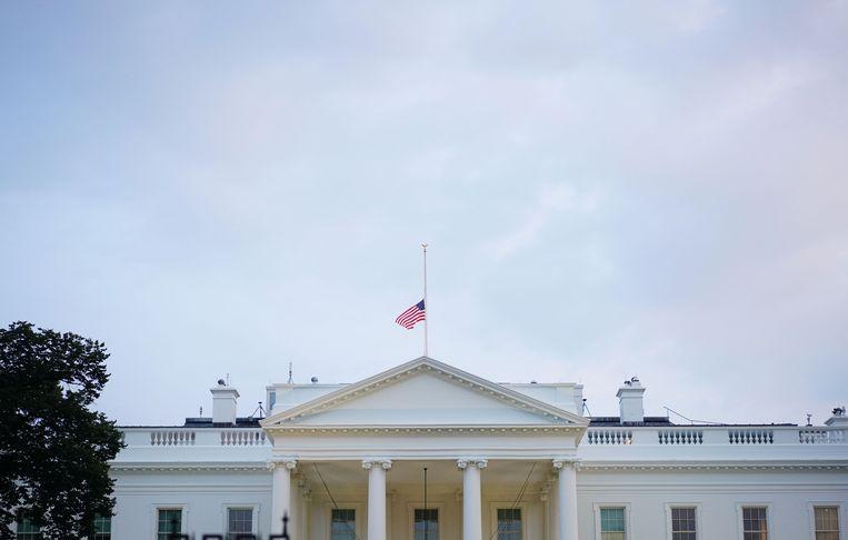 De vlag op het Witte Huis hangt ondertussen opnieuw halfstok.