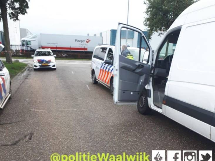 Mannen (26 en 23) aangehouden voor diefstal van tientallen kratten uit supermarkt in Vlijmen