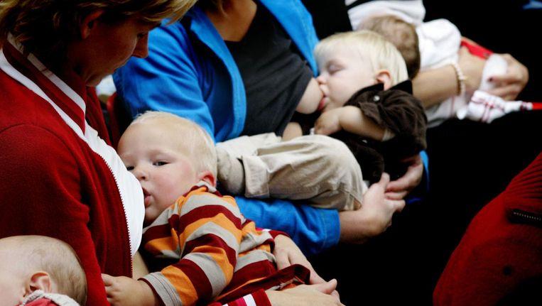 Borstvoeding zou leiden tot slimmere kinderen. Beeld anp
