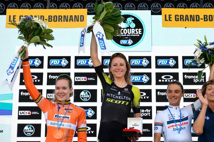 Ashleigh Moolman (r) was in La Course de enige die Van Vleuten en Van der Breggen lang bij kon houden.