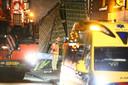 Zwaar materieel en een ambulance bij de grillroom aan de Sallandsestraat.