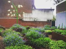 Nieuwbouw op 'treurhoek' Gasthuisring; kunstwerk Goej Aord verhuist