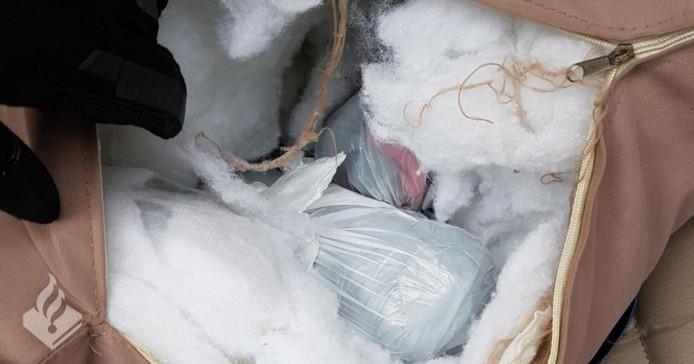De drugs in het kussen in de koferbak van de Italiaan.