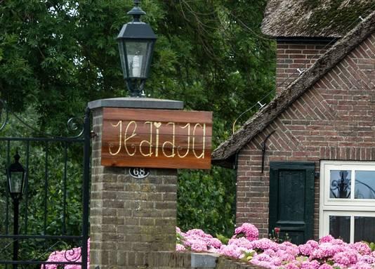 Het pand in Meerkerk waar de christelijke zorgkliniek 'Jedidja' gevestigd was.