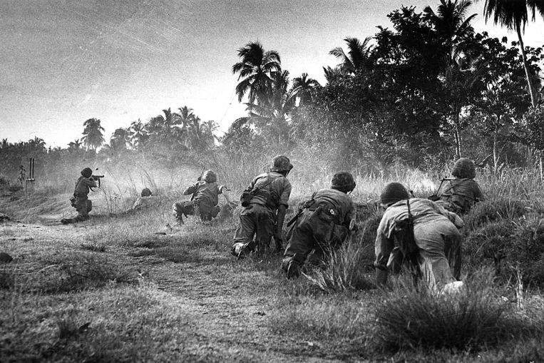 Vuurgevecht tijdens dekolonisatieoorlog in Indonesië. Beeld Spaarnestad