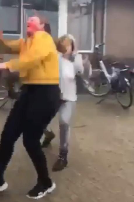 Bizar incident bij middelbare school in Haaksbergen: boze vrouw valt meisjes aan met verf