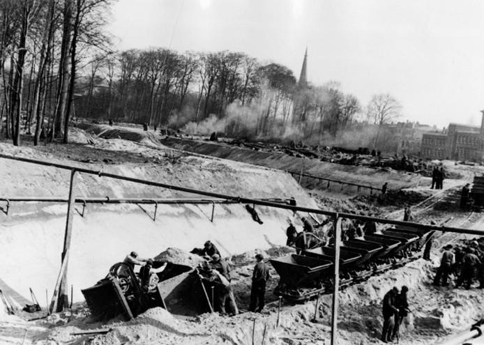 Impressie tankgracht (1943), elders in het land.