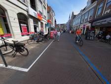 Blauwe coronalijn door Kamper binnenstad valt niet bij iedereen in de smaak