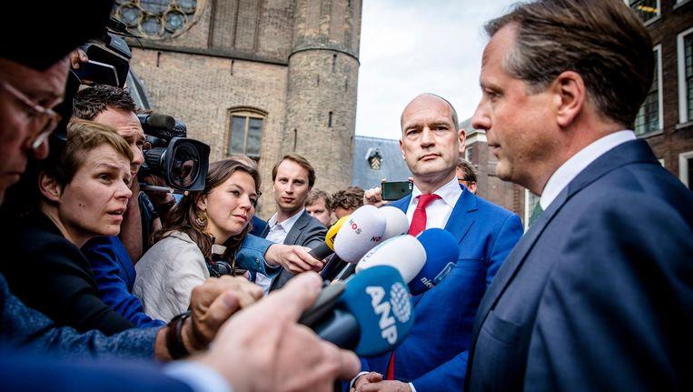 Alexander Pechtold (D66) en Gert-Jan Segers (Christenunie) nadat hun gesprek over een coalitiesamenwerking is vastgelopen. Beeld anp