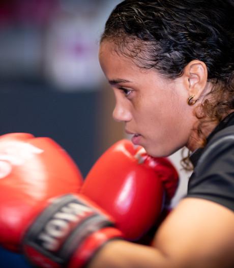 Jemyma Betrian na 'superspannende strijd' naar tweede ronde WK boksen